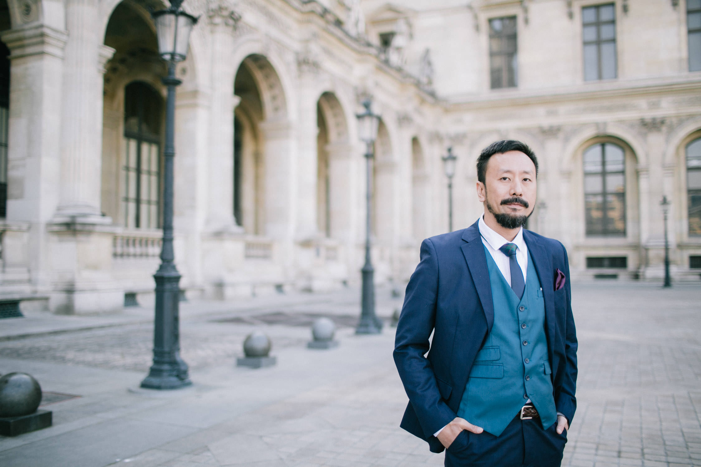 Prewedding Paris, groom at the Louvre Museum Paris