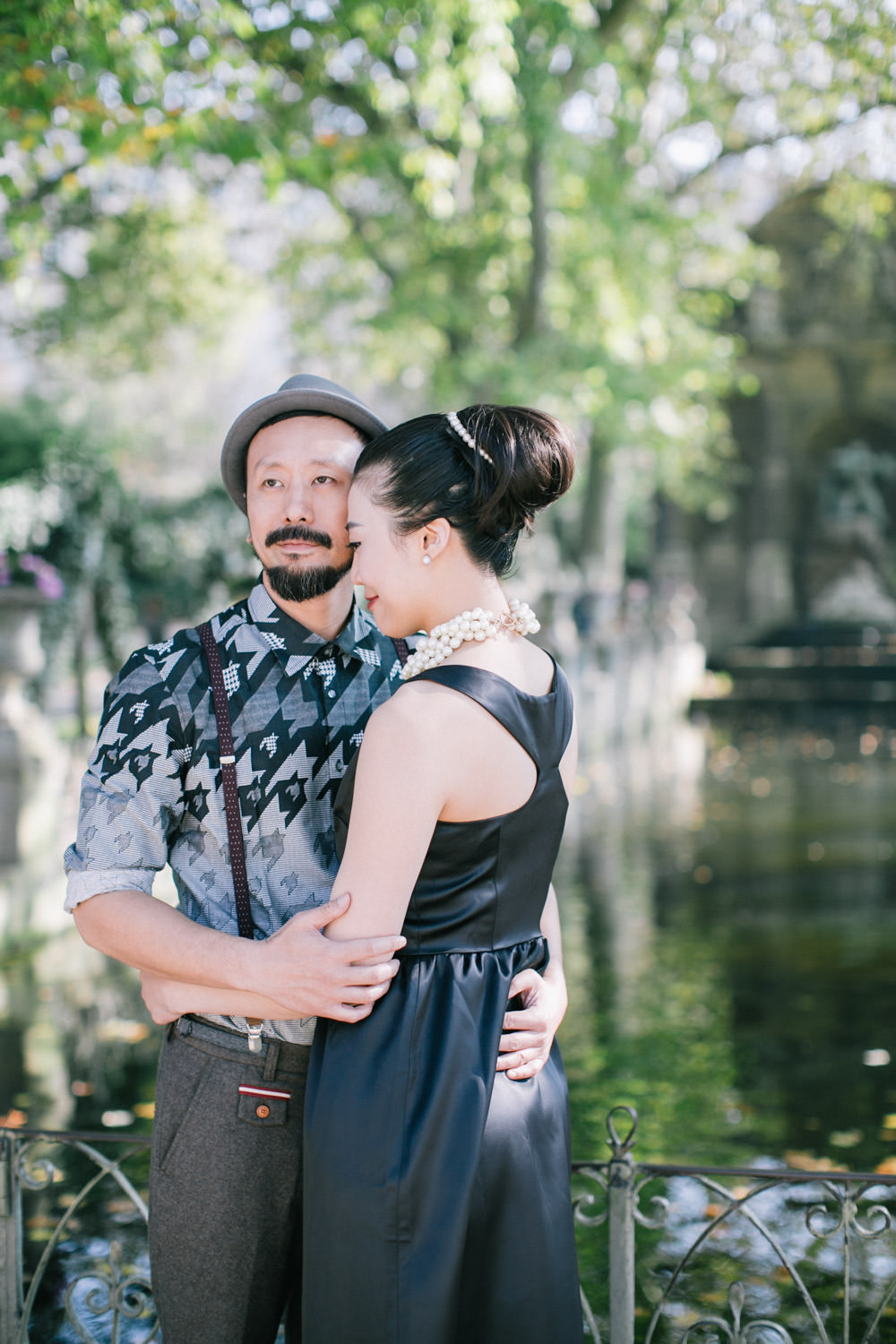 Pre wedding photography, couple shoot near fountain at Jardin du Luxembourg, Paris