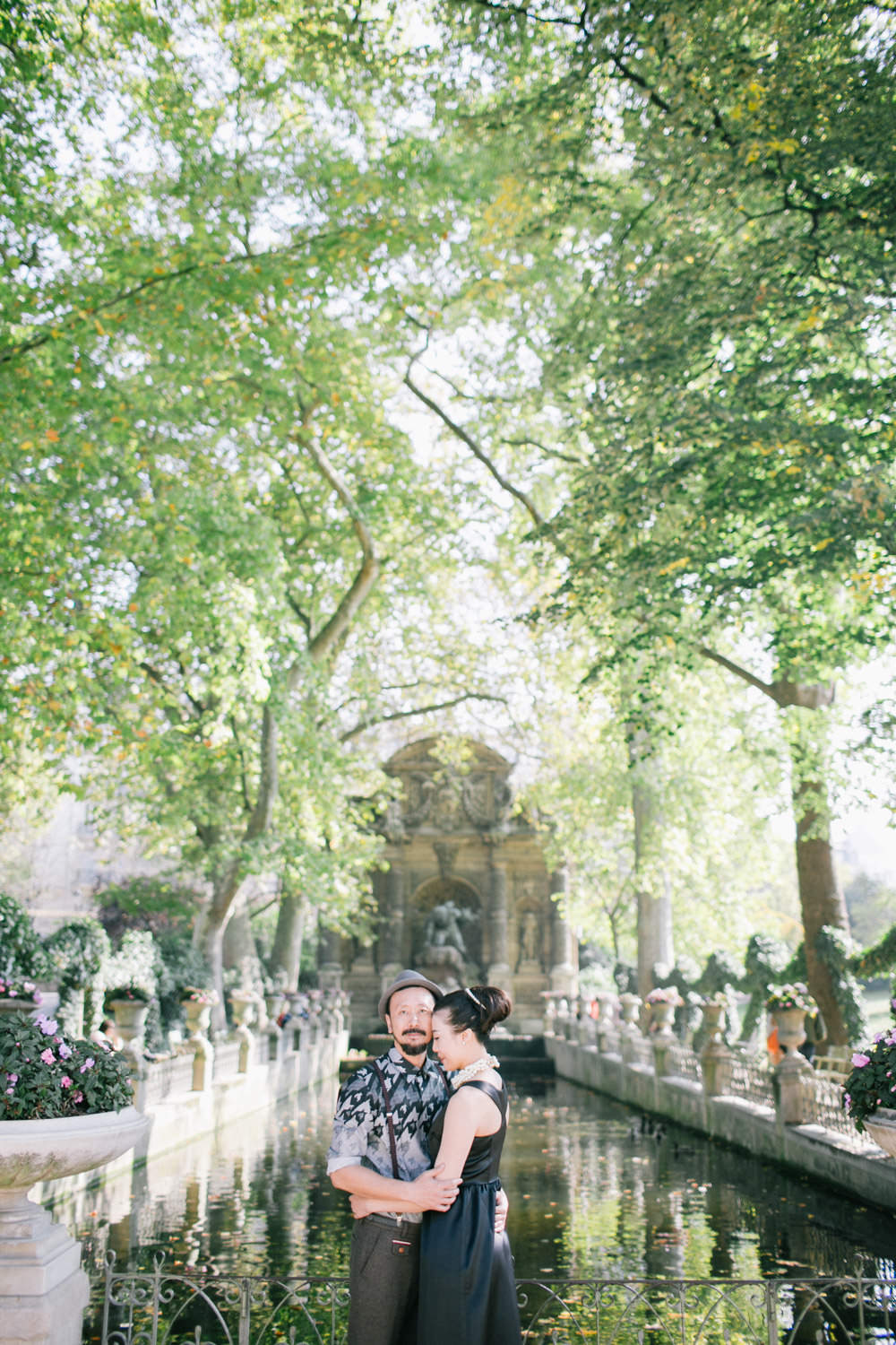 Pre wedding photography, couple shoot Jardin du Luxembourg, Paris