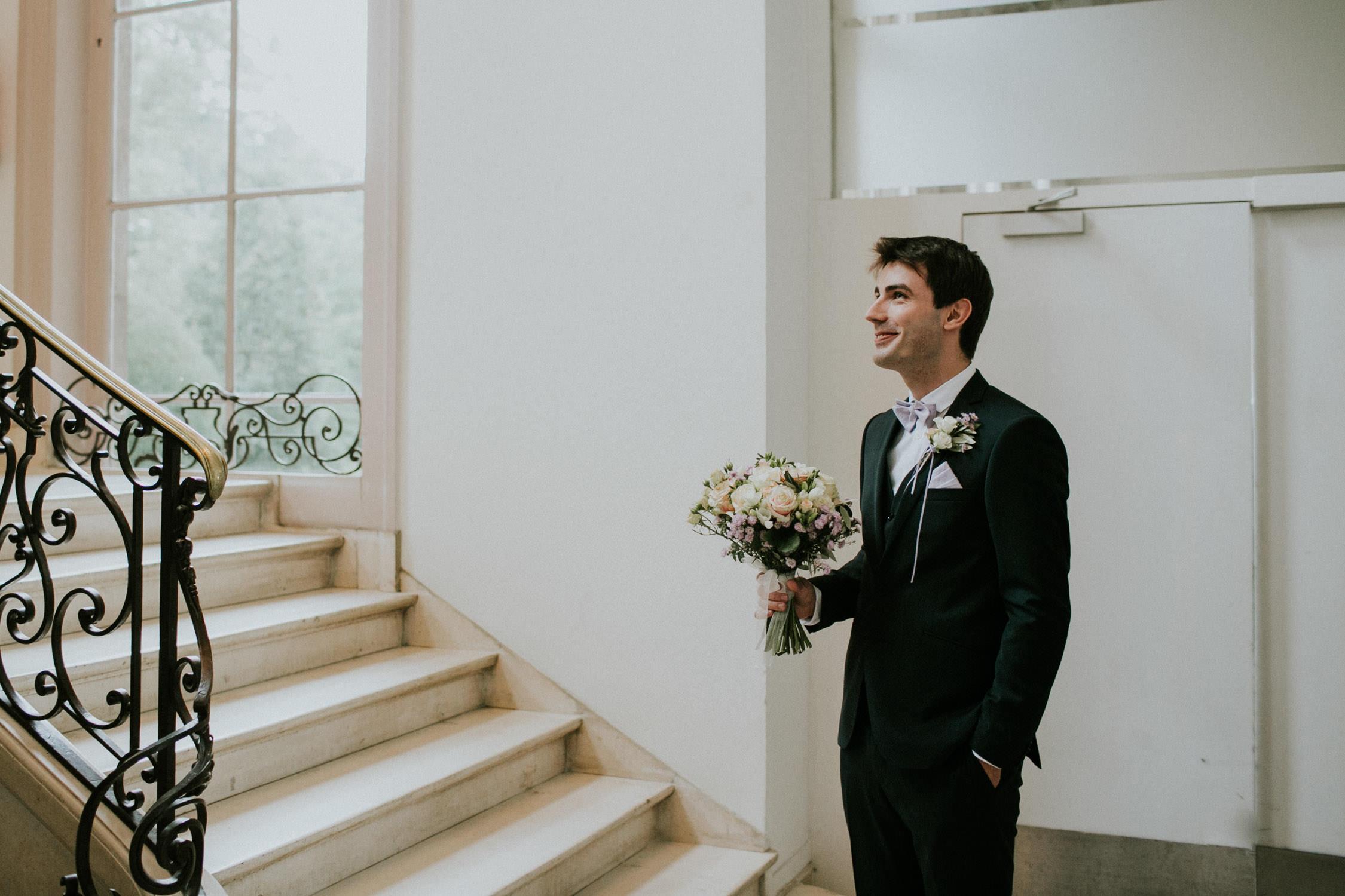 Huwelijksfotograaf Antwerpen, bruidegom wacht op bruid