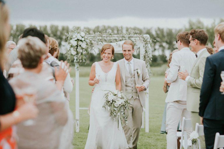 Ceremonie buiten, huwelijk Hoeve Engelendael, Sint-Laureins