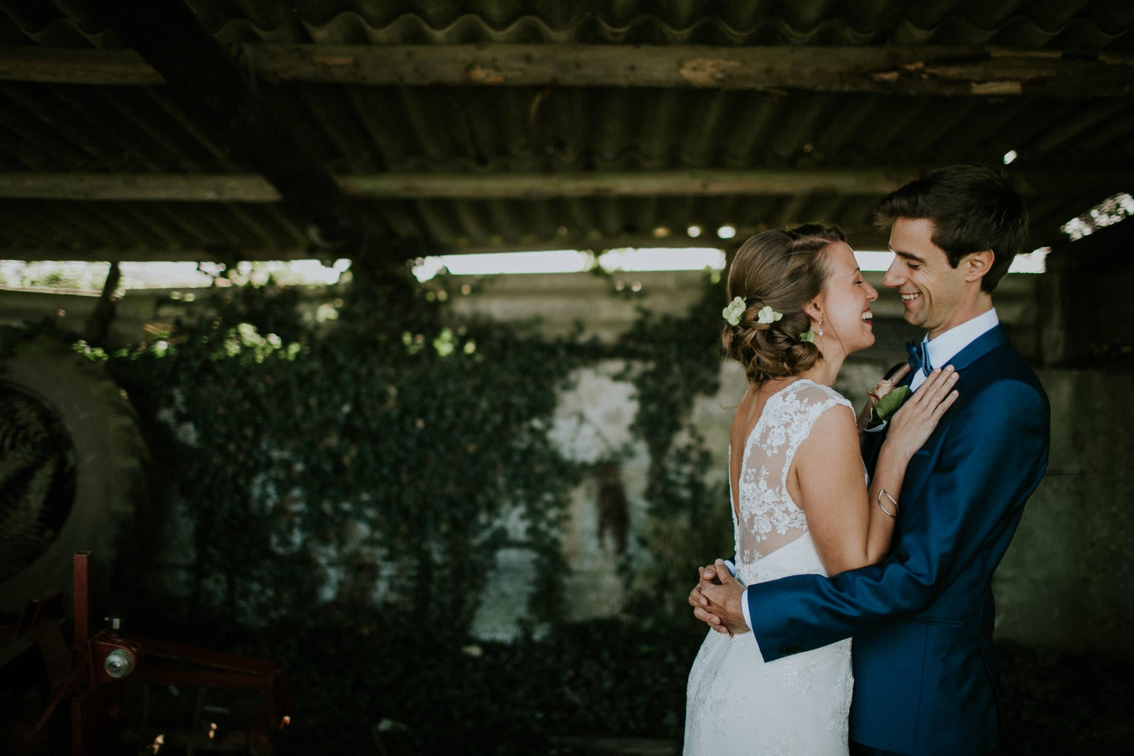 Huwelijksfoto's in schuur