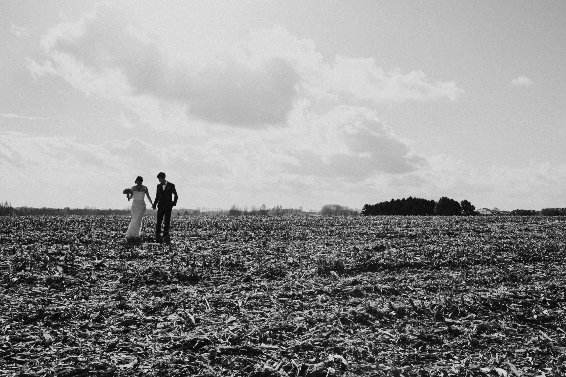 Huwelijksfoto's op veld
